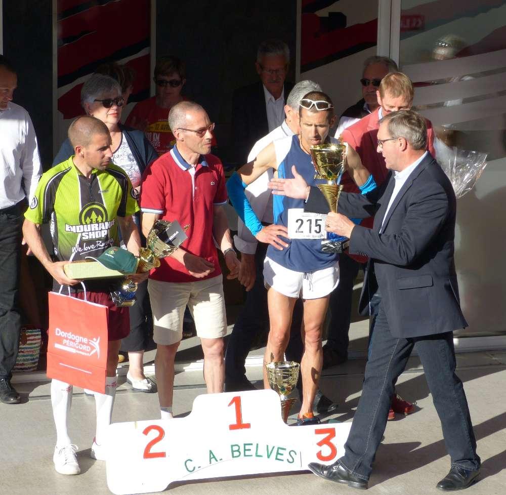 Belves 100 et 50 km arrivees et podiums